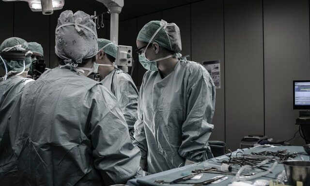 How much do surgical techs make?